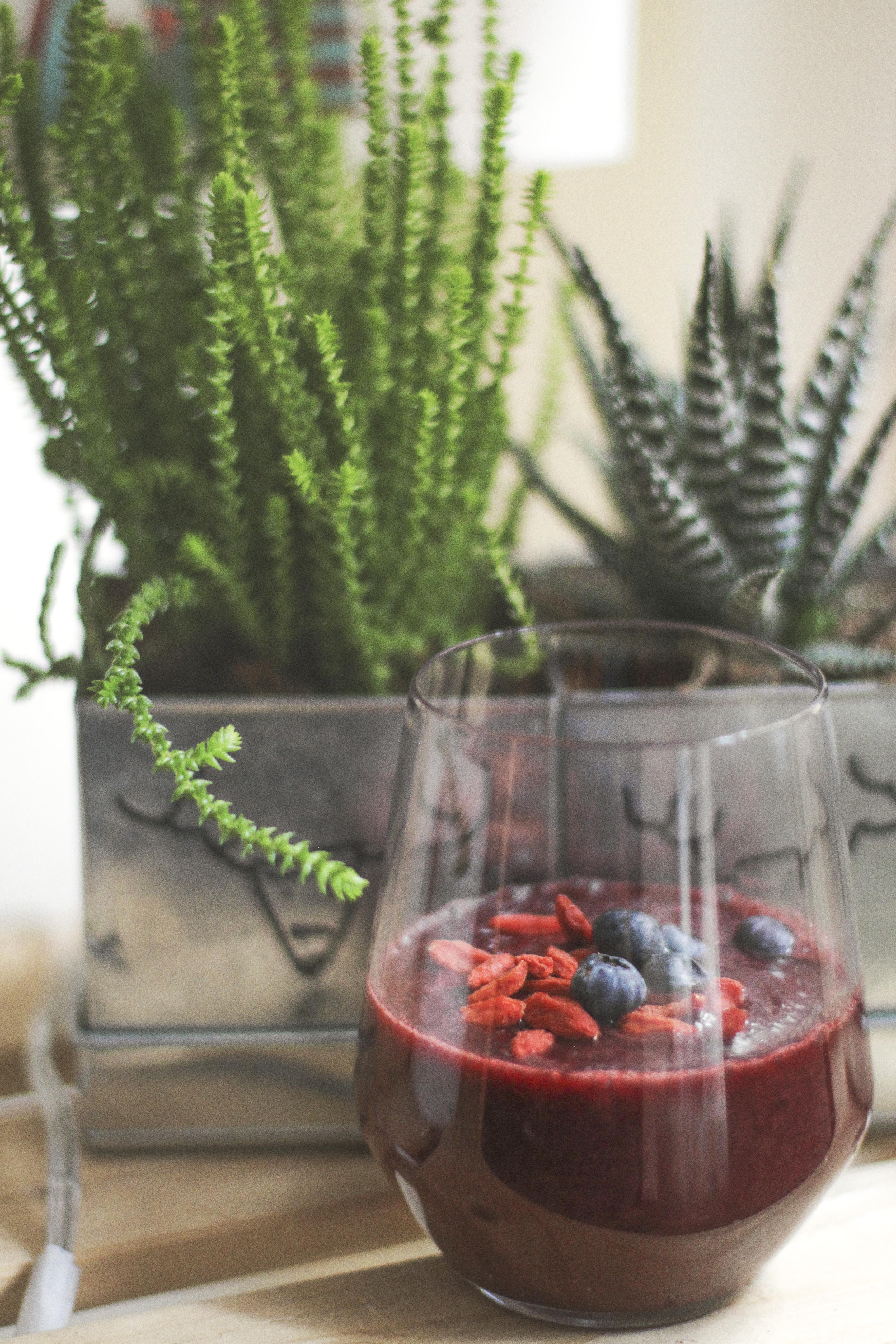 Mejunje rojo de verano de remolacha y pera