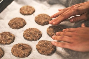 Horneando galletas de trigo sarraceno