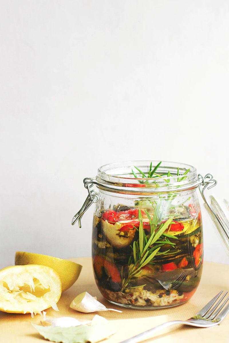 Verduras al horno en aceite con romero y limón