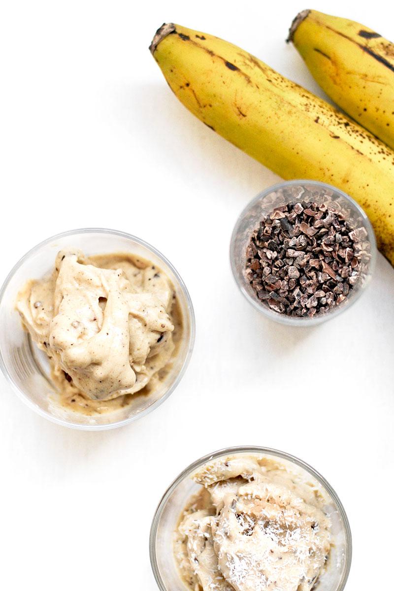Helado sencillo de platano y nibs cacao