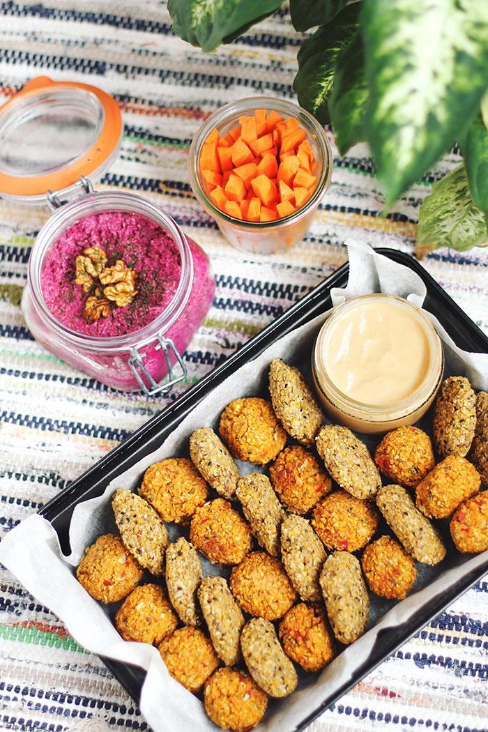 Picnic sin plásticos. Paté de Remolacha con crudités y falafels con salsa de miso